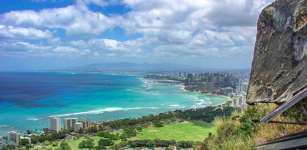 Newark to Hawaii: Oahu or Maui and vice versa from $362 R/T [United/AA]